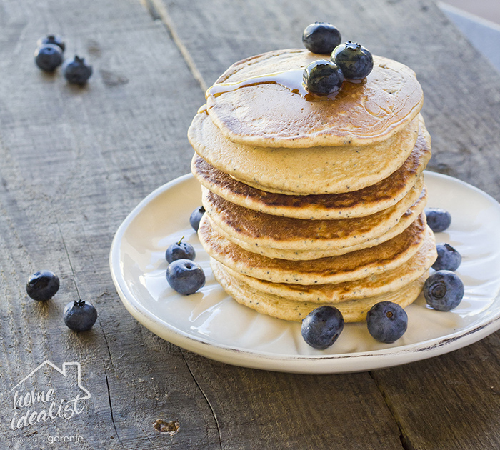 Oatmeal pancakes _blueberry_water(2)