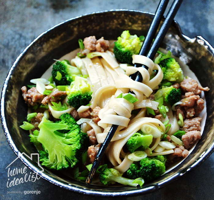 udon-with-chicken-and-broccoli