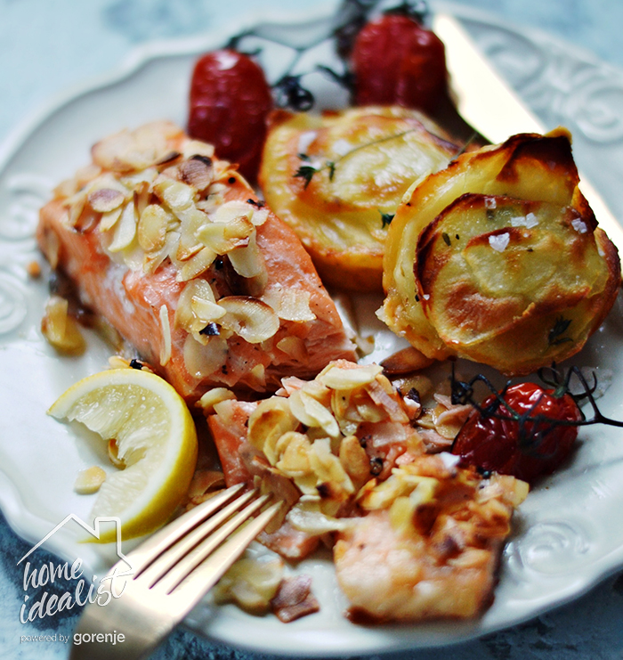 Salmon_with_almonds