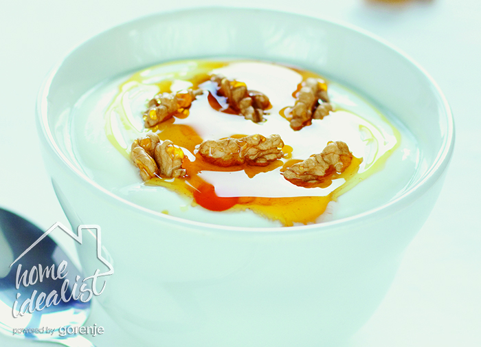 greek_yoghurt_with_walnuts