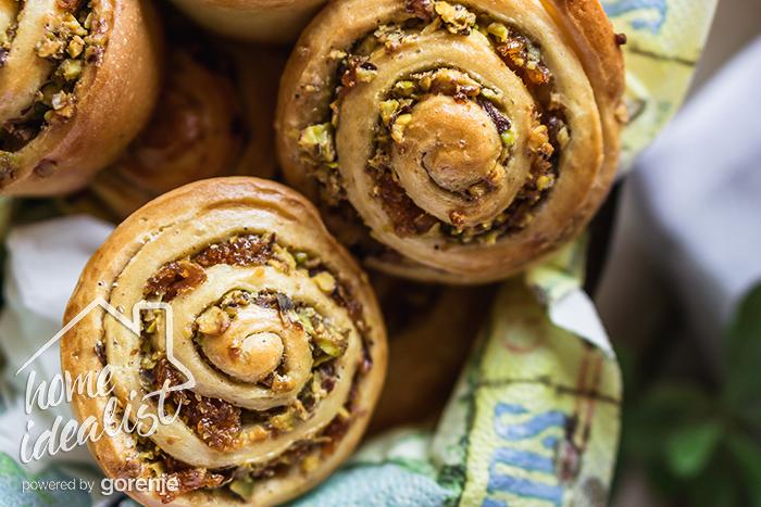 pistachio_dried_apricot_buns